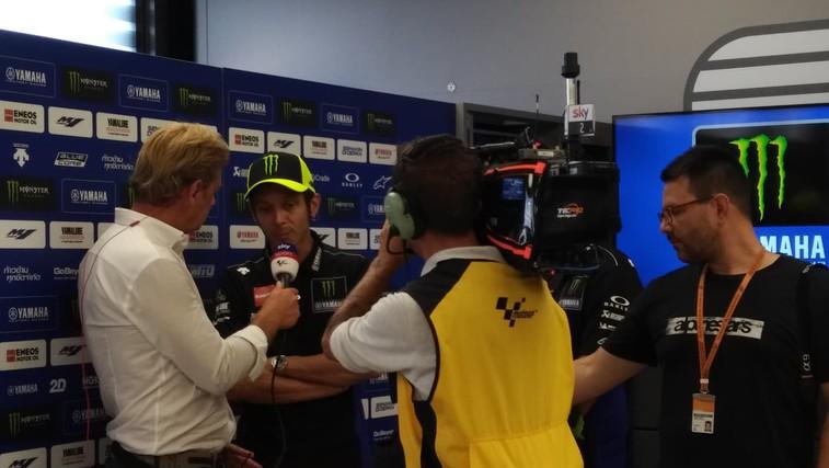 Valentino Rossi v pogovoru z novinarji. (foto: Osebni arhiv)