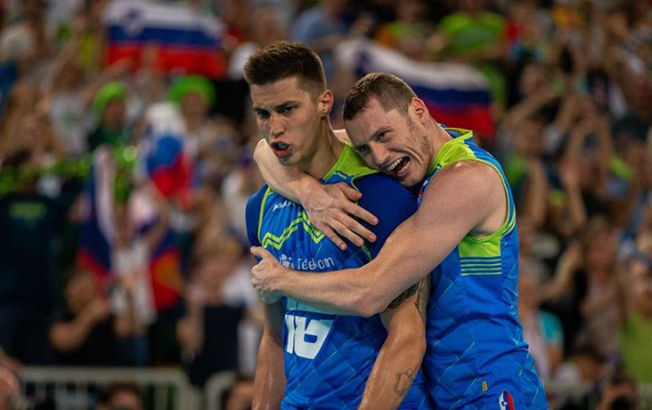 Izjemni navijači in Klemen Čebulj za zmago nad Bolgarijo (foto: Instagram OZS)