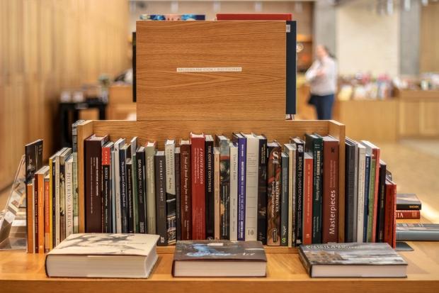Naj vam pomagamo najti dobre knjige in napete zgodbe, ki jih ne boste pozabili. Za vas smo se sprehodili po …