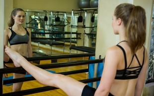 """Kako se barre pilates razlikuje od """"navadnega"""" pilatesa (in ali potrebujem baletne čeveljce)?"""