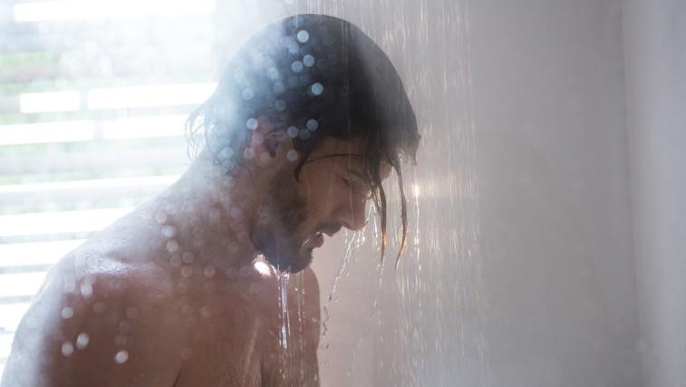 To je najbolj primeren čas za prhanje, pravijo strokovnjaki (foto: Profimedia)