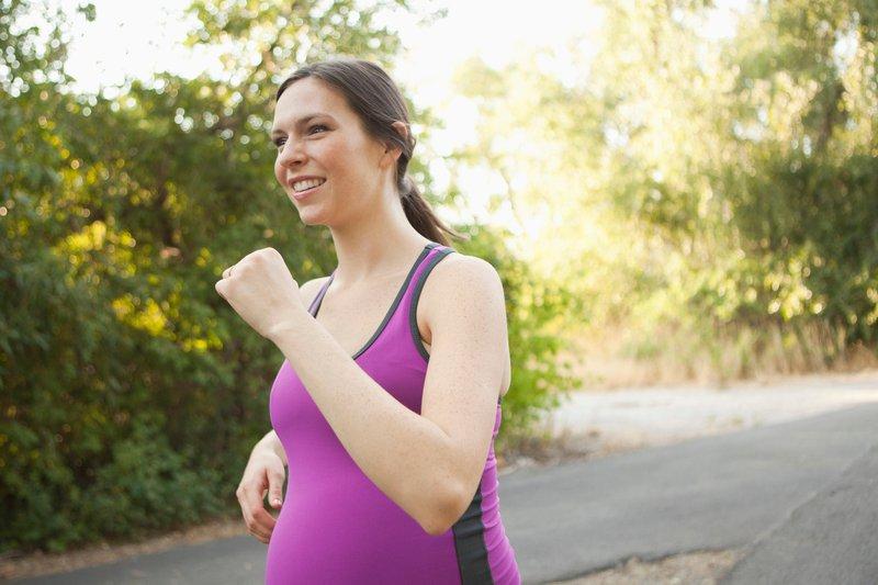 """""""Tek za nosečnico je primeren, če je tekla že pred nosečnostjo in se med tekom še vedno dobro počuti. """""""
